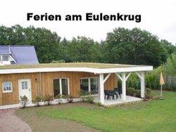 Bild zur kostenlos inserierten Ferienunterkunft Auf mit Hund im eingezeunten Ferienhaus in Mecklenburg bei Wismar.