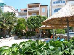 Bild zur kostenlos inserierten Ferienunterkunft Apartmani Meić Pirovac.