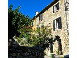 Bild zur kostenlos inserierten Ferienunterkunft Natursteinhaus in idyllischem Dorf.