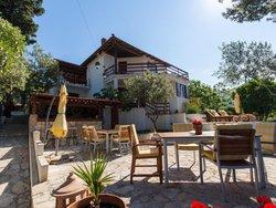 Bild zur kostenlos inserierten Ferienunterkunft Villa in Okrug Gornji.