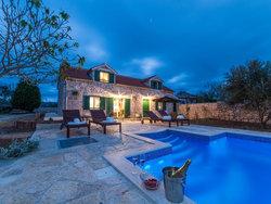 Bild zur kostenlos inserierten Ferienunterkunft Villa mit Pool in Privlaka bei Zadar, Sandstrand.