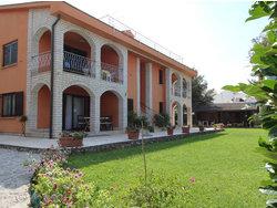Bild zur kostenlos inserierten Ferienunterkunft Zwei schöne Ferienwohnungen im Grünen in Malinska, Krk.