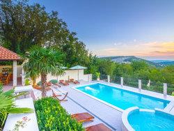 Bild zur kostenlos inserierten Ferienunterkunft Villa im Grünen mit beheiztem Pool, nahe Crikvenica Kroatien.